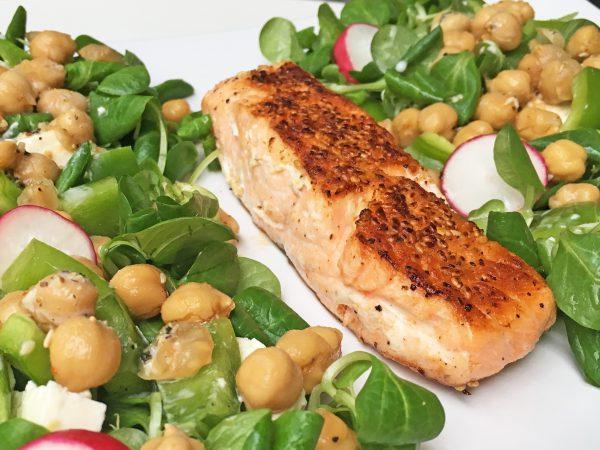 Low Carb Gericht: Lachs in Sesamkruste