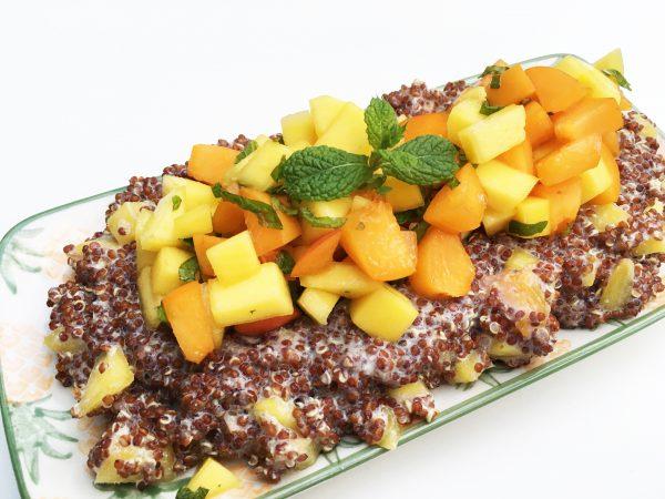 Frühstücksbrei mit Früchte Salsa
