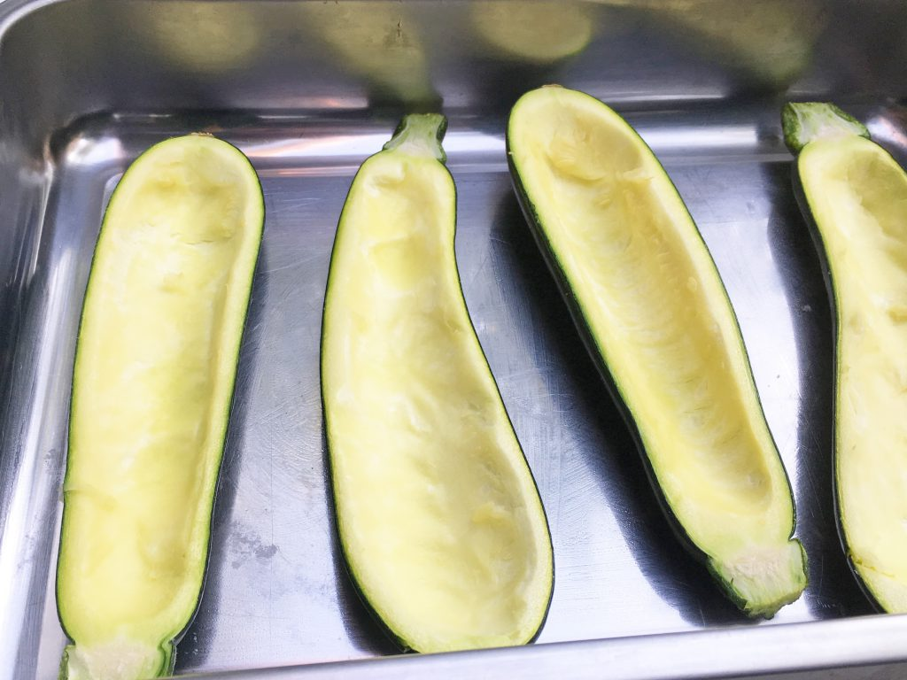 Ausgehöhlte Zucchini