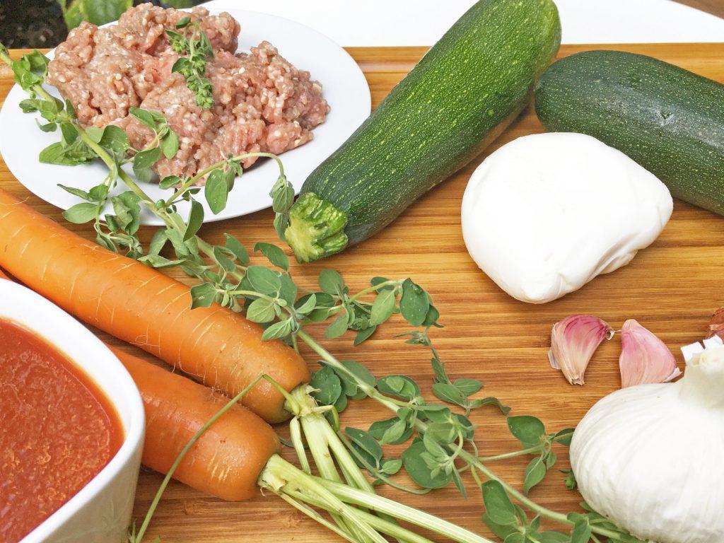 Zucchini, Karotten, Mozzarella und Hackfleisch