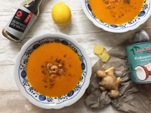 Exotische Kürbissuppe mit Garnelen