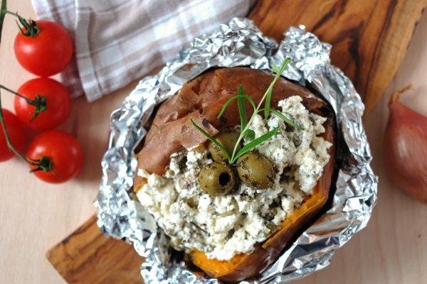 Ofenkartoffel mit Olive und Feta