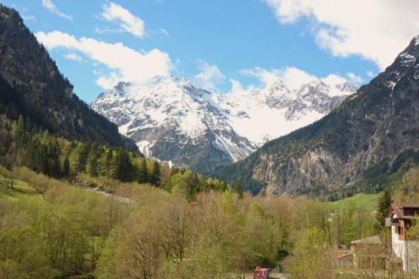 Blick auf die Berge von unserem Zimmer im Walliserhof