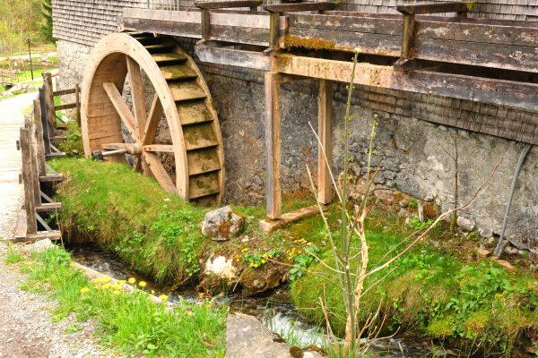 Alte Wassermühle in Brand