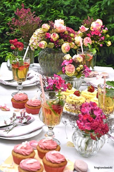 Tischdekoration pinke Blumen