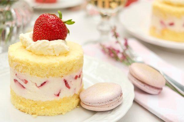 Erdbeertörtchen mit Macarones