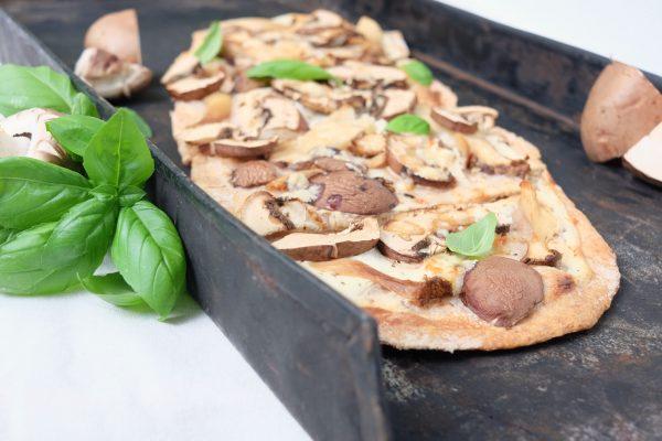 Rezept für herbstliche weiße Pilz Pizza