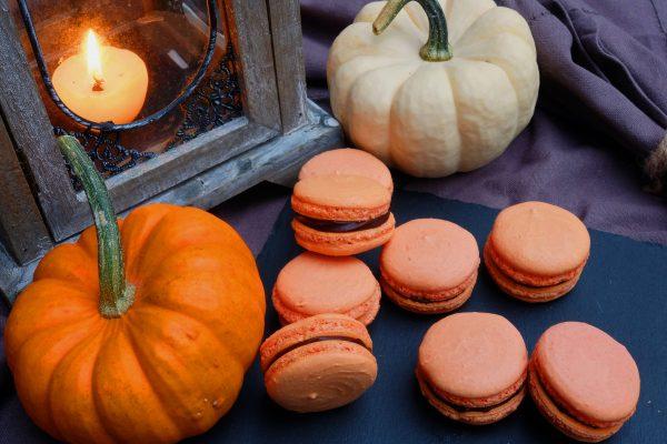Einfaches Rezept für zartbitter Macarons zu Halloween