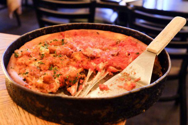 Cafe und Restaurant Tipps für Chicago Deep Dish Pizza Gino's East