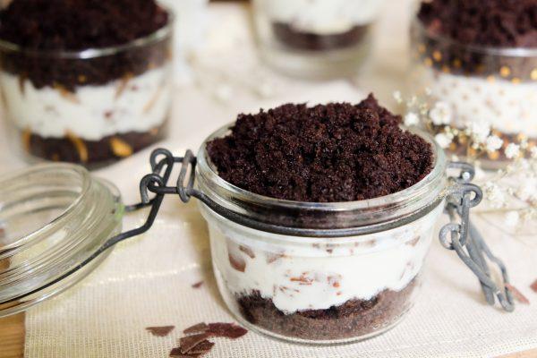 Rezept für Maulwurfkuchen im Glas. Dessert im Glas. Nachtisch im Glas