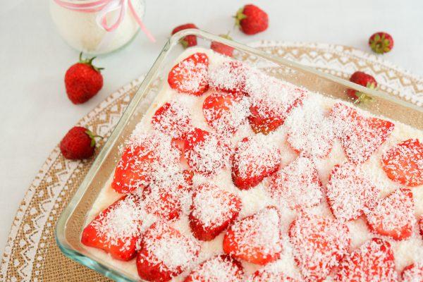 Rezept für Erdbeer Kokos Trifle Nachtisch Dessert zum mitbringen in Auflauf Form