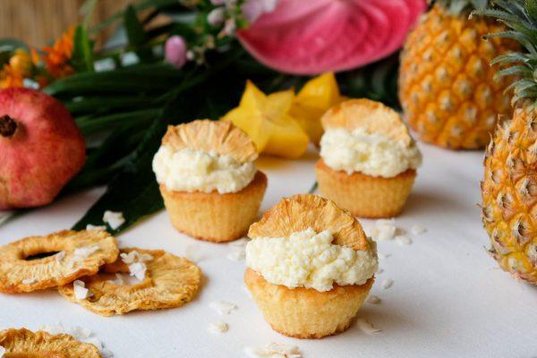 Rezept für Pina Colada Cupcakes mit Kokos Ananas Creamcheese Frosting