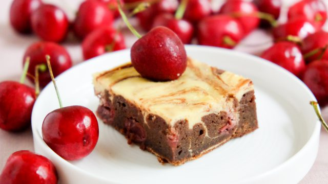 Rezept für Cheesecake Brownies mit Kirschen Käsekuchen Schokoladenboden 1