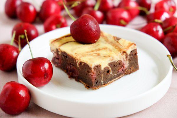 Rezept für Cheesecake Brownies mit Kirschen Käsekuchen Schokoladenboden