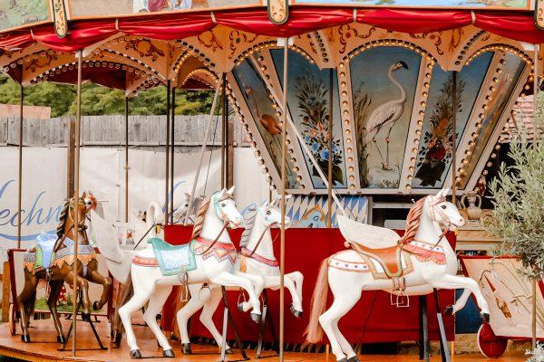 Oide Wiesn Pferde Karussell auf dem Oktoberfest