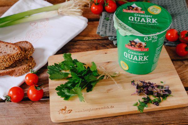 Kräuterquark Rezept mit frischen Kräutern