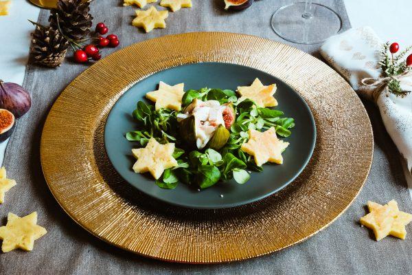 gebackene Feige gefüllt mit Ziegenkäse auf Feldsalat - Rezept Vorspeise Weihnachten