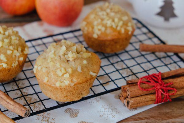 Apfel-Muffins mit Marzipan und Nüssen