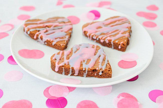 Backen für Valentinstag - Rezept für Brownie-Herzen