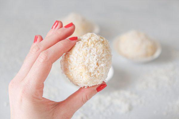 Kokos-Schneebällchen Rezept mit Ananas Fingerfood