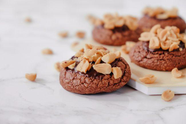 Peanut Butter Schoko Cookies mit Erdnussbutter und gesalzenen Erdnüssen