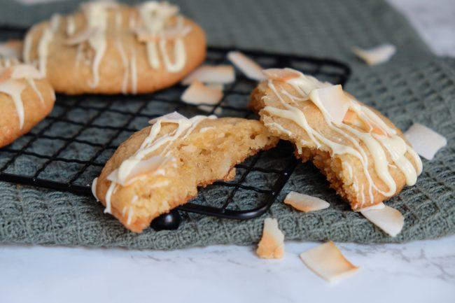 Kokos-Cookies mit weichem Kern