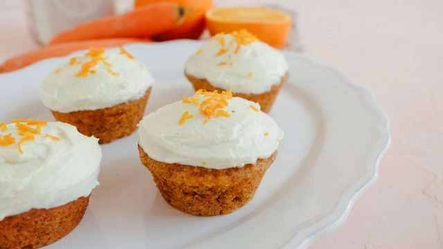 Karotten-Muffins mit Orange und Frischkäse-Frosting