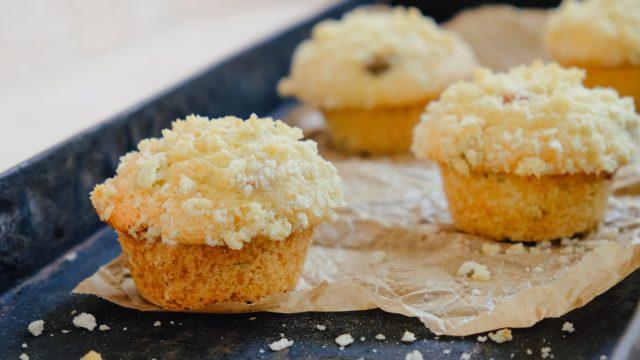 Saftige Buttermilch-Rhabarber-Muffins