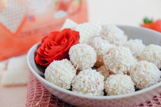 Selbst gemachte Pralinen aus Manner Zarties Strawberry Yogurt