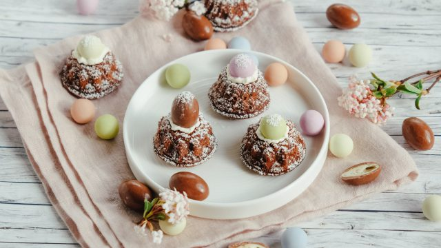 Rezept Mini-Gugelhupf zu Ostern mit Schokoladen-Osterei