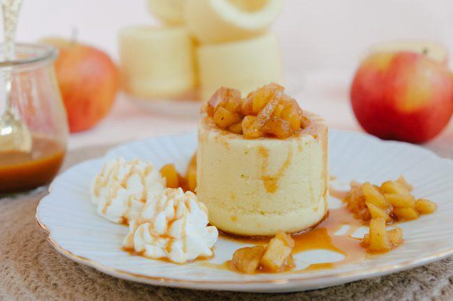 Einfaches Rezept für Cake Cups gefüllt mit karamellisierten Äpfeln