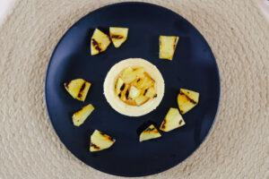 Cake Cups mit gegrillter Ananas befüllt